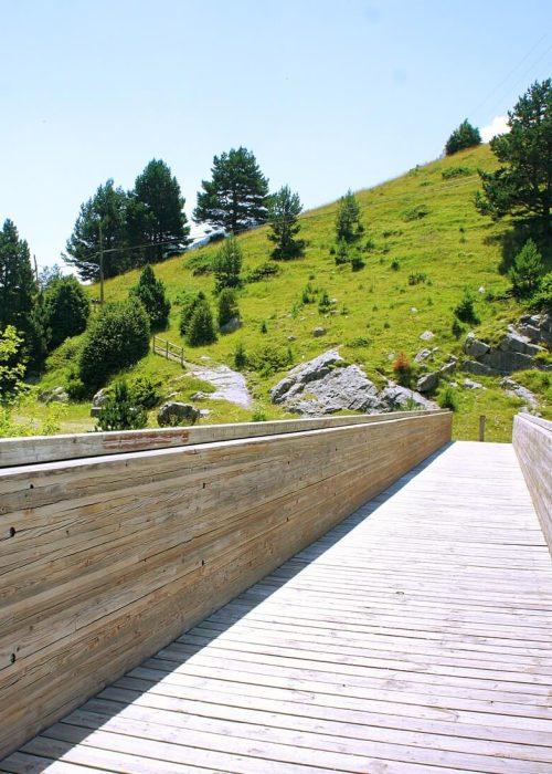Camino Somport Canfranc por puente de madera